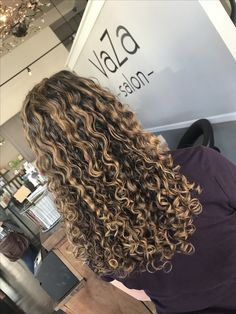 56 Ideas Hair Color Highlights Blonde Ombre Natural For 2019 Dyed Curly Hair, Brown Curly Hair, Colored Curly Hair, Curly Hair Styles, Highlights Curly Hair, Curly Balayage Hair, Color Highlights, Balayage Highlights, Curls For Long Hair