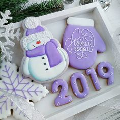 2019 Happy New Year Cookies to Celebrate with Families; New Year's Eve Cookies; Happy New Year; Cute Christmas Cookies, Christmas Biscuits, Iced Cookies, Christmas Sweets, Noel Christmas, Cookies Et Biscuits, Holiday Cookies, Cupcake Cookies, Christmas Baking