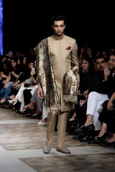 Sania Maskatiya Bridal Collection At LOreal Paris Bridal Week 2017 - PK Vogue Indian Men Fashion, Mens Fashion, Pakistani Bridal Dresses, Loreal Paris, Bridal Collection, Lehenga, Fur Coat, Vogue, Sari
