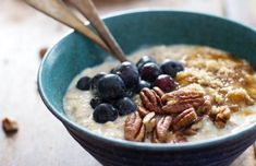 Looking for Fast & Easy Breakfast Recipes! Recipechart has over free recipes for you to browse. Find more recipes like Flax and Blueberry Vanilla Overnight Oats. Breakfast And Brunch, Breakfast Recipes, Vanilla Overnight Oats, Overnight Oatmeal, Overnight Porridge, Healthy Desayunos, Bon Dessert, Oats Recipes, Chef Recipes
