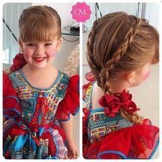 Sim, ela é de verdade! Uma boneca que anda, fala e encanta! Clarinha arrasou com esse penteado lindo feito pela mamãe Camila Barros,…