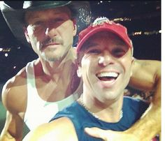 Tim McGraw & Kenny Chesney - love these two Male Country Singers, Country Musicians, Country Music Artists, Country Music Stars, Kenney Chesney, Tim And Faith, Tim Mcgraw Faith Hill, Happy Memorial Day, Country Boys