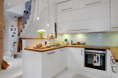 una cucina bianca, semplice ma di effetto...