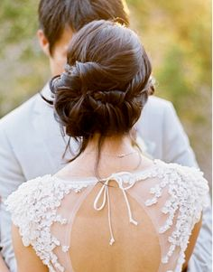Such beautiful bridal hair! Quelle belle coiffure pour un mariage! Wedding Hair And Makeup, Wedding Updo, Wedding Beauty, Wedding Hairstyles, Dream Wedding, Hair Makeup, Bridal Bun, Backless Wedding, Loose Hairstyles
