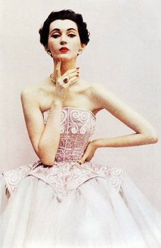 "theniftyfifties: "" Model in a Balenciaga evening gown. Photo by Richard Avedon for Harper's Bazaar UK, "" Balenciaga + Richard Avedon + = pure love. Richard Avedon, Vintage Glamour, Vintage Beauty, 1950s Style, Retro Style, Vintage Mode, Look Vintage, Vintage Pink, Vintage Ideas"