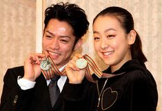 TOKYO - MARCH 30: (JAPANESE NEWSPAPERS OUT) Daisuke Takahashi (L) and Mao Asada pose for photographs during a press conference after winning gold medals at ISU World Figure Skating Championships at a Tokyo hotel on March 30, 2010 in Tokyo, Japan (Photo by Sankei via Getty Images) World Figure Skating Championships, Tokyo Hotels, Set Your Goals, Japan Photo, Poses, Athletes, Daisuke, Image, Tokyo Japan