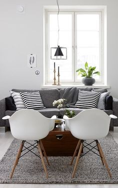 Lovely Living room with fantastic white chairs and a comfy grey designs interior design house design room design home design Home Living Room, Apartment Living, Living Room Decor, Cozy Apartment, Living Area, Living Room With Grey Sofa, Apartment Interior, Decoration Inspiration, Interior Design Inspiration