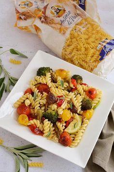Paste cu legume coapte în cuptor şi aromă de salvie Paste, Pasta Salad, Broccoli, Blog, Chicken, Ethnic Recipes, Recipies, Crab Pasta Salad, Blogging