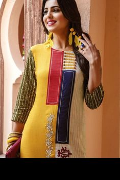 Kurti with fine detailing . Kurta Designs Women, Salwar Designs, Blouse Designs, Frock Fashion, Abaya Fashion, Gala Design, Chic Outfits, Fashion Outfits, Ethenic Wear