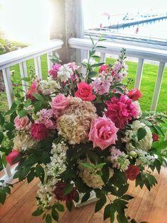 Summer Flower Arrangements | Summer beach wedding flower arrangement