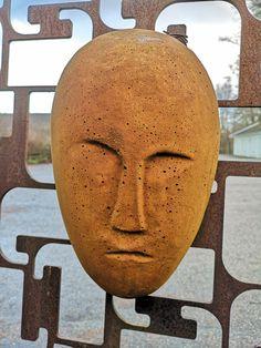 Ansikte i betong.