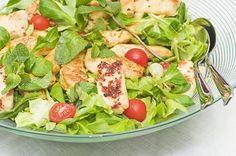Maukas broileri-halloumisalaatti Real Food Recipes, Cooking Recipes, Healthy Recipes, Finnish Recipes, My Cookbook, Food Court, Couscous, Food Inspiration, Cobb Salad