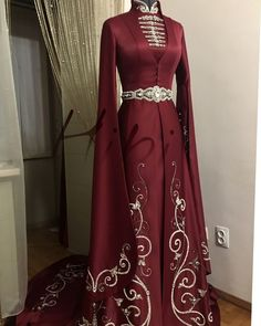 Amazing work The post Amazing work appeared first on Maroon Dress. Pretty Outfits, Pretty Dresses, Beautiful Dresses, Medieval Dress, Medieval Fantasy, Fantasy Gowns, Costume Design, Designer Dresses, Ball Gowns