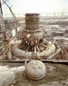 In 1966, Browns Ferry Nuclear Power Station Unit 1 under construction. A mark of the same type as the Fukushima nuclear power plant 1 nuclear reactor. In March 1975 caused a fire accident. Automatic coloring by neural network.