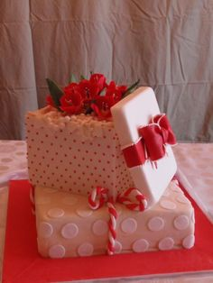 Gift Box Bridal Shower Cake. By Esther Simkin Designer Cakes (954) 309-1942   www.esthersimkin.com