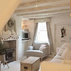 If you have a small home and living room, these small living room decorating ideas we prepare for you will make your life easier. Your home will look amazing with the beautiful small living room ideas you can get inspired. Tiny Living Rooms, Cottage Living Rooms, Shabby Chic Living Room, Cozy Living, Small Living, Home And Living, Living Room Designs, Small Cottage Interiors, Country Cottage Bedroom