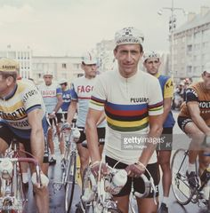 Tom Simpson wearing the rainbow jersey before the 1st stage of the Tour de France 1966