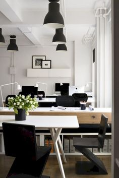 Breathtaking 32 Comfy and Warm Office Design Ideas http://kindofdecor.com/index.php/2018/04/03/32-comfy-and-warm-office-design-ideas/