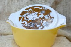 Vintage yellow and brown Nouveau Floral casserole dish.    2.5 quart bowl with handles that makes holding and pouring easy.        Measures: 8