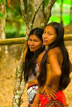 Embera Indian women in their village at Ellapuru, Chagres River, Soberania National Park (near the Panama Canal), Panama | Blaine Harrington