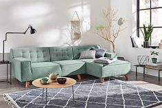 Wieso nicht ein Sofa in pastellgrün? Hole dir die Natur nach Hause und sei voll im Trend mit unserem chicen Ecksofa von TOM TAILOR #greenery Nordic Chic, Couch, Furniture, Sectional Couch, Home Decor, Room, Coffee Table, Home Deco, Deco