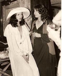 *... Bianca Jagger in the seventies* Je n'aime pas trop Bianca, mais ses robes blanches, oui :