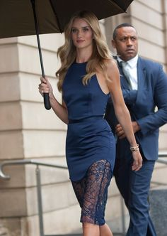 Seasonless Waves with Staying Power: Rihanna, Olivia Palermo, and Rosie Huntington-Whiteley – Vogue - Rosie Huntington-Whiteley Fashion Week, Love Fashion, Fashion Show, Womens Fashion, Net Fashion, Jason Statham And Rosie, Blue Dresses, Casual Dresses, Midi Dresses