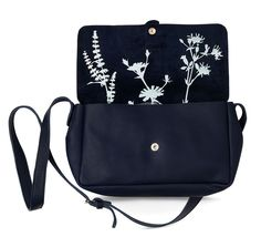 Keecie Picking Flowers, leather bag Ink blue