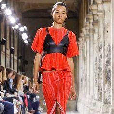 @ProenzaSchouler deu start na semana de alta costura de Paris neste domingo (02.07) apresentando sua coleção de verão 2018. Que tal o look? Acompanhe nossa cobertura do evento que vai até quinta-feira (06.07). #proenzaschouler #moda #altacostura #hautecouture  via MARIE CLAIRE BRASIL MAGAZINE OFFICIAL INSTAGRAM - Celebrity  Fashion  Haute Couture  Advertising  Culture  Beauty  Editorial Photography  Magazine Covers  Supermodels  Runway Models