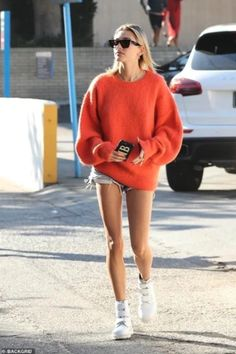 Steal Her Style: Hailey Bieber Edition - Street Style Outfits Italian Street Style, Nyc Street Style, European Street Style, Rihanna Street Style, Model Street Style, Looks Street Style, Looks Style, Street Styles, Casual Street Style