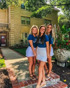 Chi Omega sorority go Greek recruitment bid day women college back to school theme event celebrate Sorority Poses, Sorority Life, Casual College Outfits, Sorority Recruitment Outfits, Tailgate Outfit, First Day Of School Outfit, Friends Instagram, Halloween Party Costumes, Chi Omega