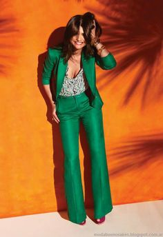 Lovin' this green suit! Fashion Mode, Suit Fashion, Work Fashion, Fashion Looks, Fashion Outfits, Womens Fashion, Fashion 2014, Parisian Fashion, Bohemian Fashion