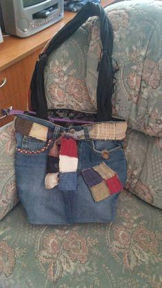első diy táskám, egy kinőtt farmer, egy sosem hordott blúz és egy régi rongytáska házasságából :)