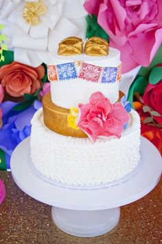 Pin for Later: This Mexican-Inspired Fiesta Is the Ultimate Baby Shower Bash Baby Shower Cakes, Baby Shower Party Favors, Baby Shower Parties, Baby Showers, Shower Baby, Girl Shower, Mexican Theme Baby Shower, Fiesta Baby Shower, Baby Shower Themes