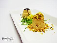 Bombones de foie al caramelo balsámico con tierra de pistachos