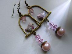Lange Ohrringe mit Vogel,rosa,vintage gold von kunstpause auf DaWanda.com