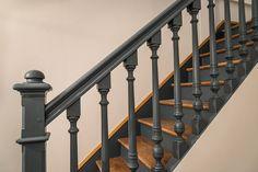 Chantier 17 Villa d'Alésia, 75014 Paris - Stairways Redo Stairs, Basement Stairs, House Stairs, Basement Ideas, Stair Handrail, Banisters, Home Remodeling Diy, Basement Remodeling, Open Trap