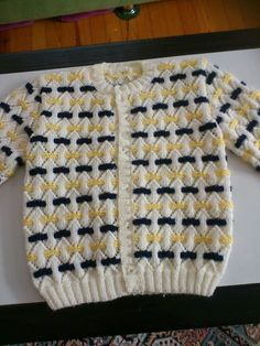 Two Color Pattern For A Sweater - Maallu - Diy Crafts Baby Boy Knitting Patterns, Knitting Designs, Baby Patterns, Knit Patterns, Baby Knitting, Handgestrickte Pullover, Crochet Baby Jacket, Boy Doll Clothes, Hand Knitted Sweaters