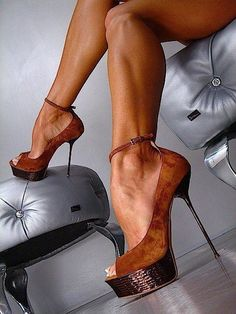 These are Sexy heels! However that heel scares me.i see a twisted ankle in my future. Hot Heels, Sexy High Heels, Cute Shoes, Me Too Shoes, Killer Heels, Crazy Shoes, Beautiful Shoes, Stiletto Heels, Stilettos
