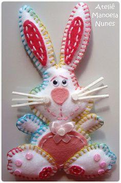 felt bunny - photos only Felt Crafts, Easter Crafts, Diy Craft Projects, Diy Crafts, Felt Projects, Felt Ornaments, Christmas Ornaments, Felt Bunny, Felt Patterns