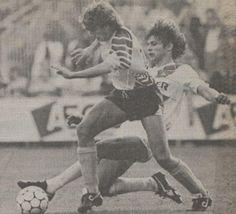 04-10-1987: Door twee goals van Jurrie Koolhof speelt #FCGroningen gelijk tegen #RodaJC. Foto: Mark Verkuijl tackelt Broeders #grorjc
