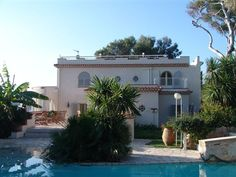 This lovely villa is ideally situated on Cap d'Antibes just off the main coastal road, Boulevard de la Garoupe. It enjoys panoramic views over the Mediterranean Sea and the beautiful Garoupe Bay.