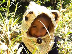 Girls Hats, Girl With Hat, I Fall, Hoods, Scarves, Winter Hats, How To Make, How To Wear, Crochet Hats