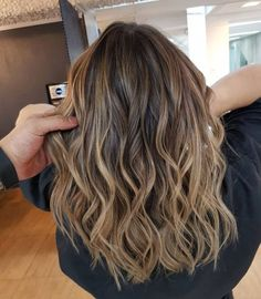 Long Wavy Ash-Brown Balayage - 20 Light Brown Hair Color Ideas for Your New Look - The Trending Hairstyle Brown Hair With Highlights And Lowlights, Balayage Hair Blonde, Brown Balayage, Blonde Highlights, Color Highlights, Long Bob Balayage, Copper Balayage, Honey Balayage, Natural Highlights