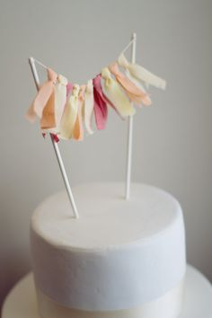 DIY cake topper - ribbon instead of washi Diy Bunting Cake Topper, Diy Wedding Cake Topper, Monogram Cake Toppers, Cake Banner, Wedding Cakes, Birthday Cake Toppers, Cake Birthday, Birthday Wishes, Birthday Ideas