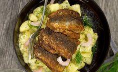 Keittiömestari Risto Mikkolan ylellinen versio silakkapihveistä syntyy lisäämällä reseptiin katkarapuja ja pehmeää tuorejuustoa. Food And Drink, Pork, Chicken, Meat, Kale Stir Fry, Pigs, Cubs, Kai