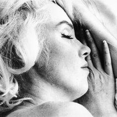 sound asleep~Marilyn Monroe photographed by Bert Stern ~ 1962 Bert Stern, Howard Hughes, Marilyn Monroe Quotes, Marylin Monroe, Elizabeth Taylor, 20th Century Fox, Portrait Studio, Hollywood, Portraits