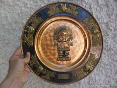 ANTIGUO PLATO DE PERÚ CON DIOS AZTECA EN COBRE
