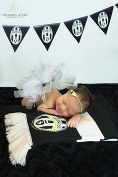 Mészáros Ildikó gyermekfényképész oldala Milla baba Apukája álmát megvalósította, a Juventus színeibe öltözött Newborn baby Juventus football