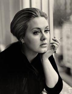 /  Nenhum artista atual é capaz de atingir tanto o grande público quanto Adele. Beyoncé, Paul McCartney, Taylor Swift, Madonna ou qualquer outro nome de peso...